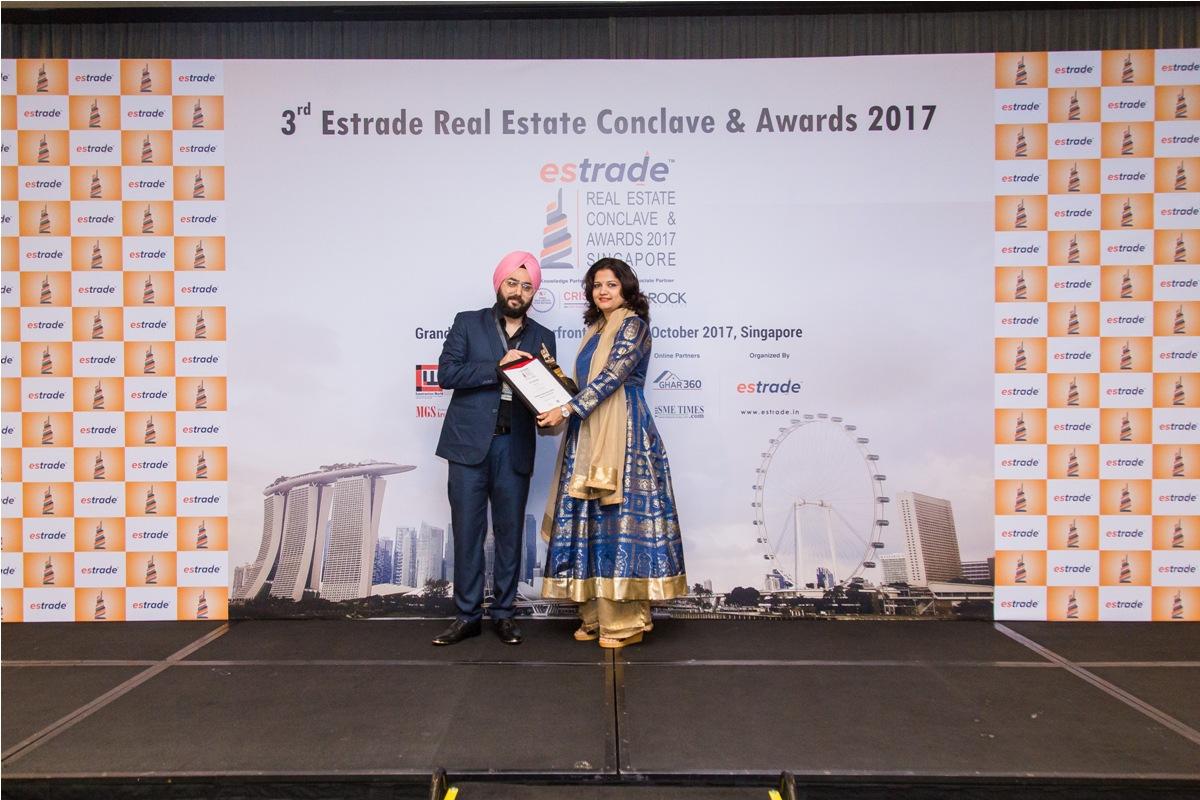 Vibha S. Ponkshe, Associate Partner (Worksphere Architects Pvt. Ltd. – Mumbai) accepting the Award from Mr. Prince Nagpal - Director (Estrade Media Pte. Ltd.) Singapore