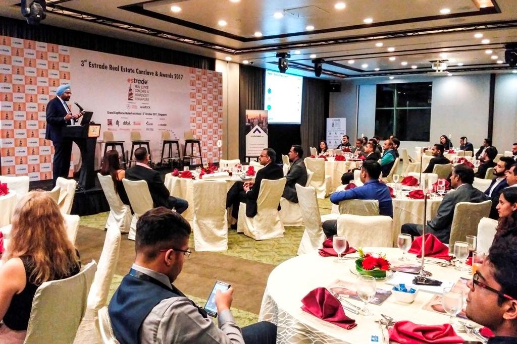 Ashwinder Raj Singh, CEO - ANAROCK Property Consultant Pvt. Ltd. addressing the audience at Estrade Real Estate Conclave & Awards 2017, Singapore